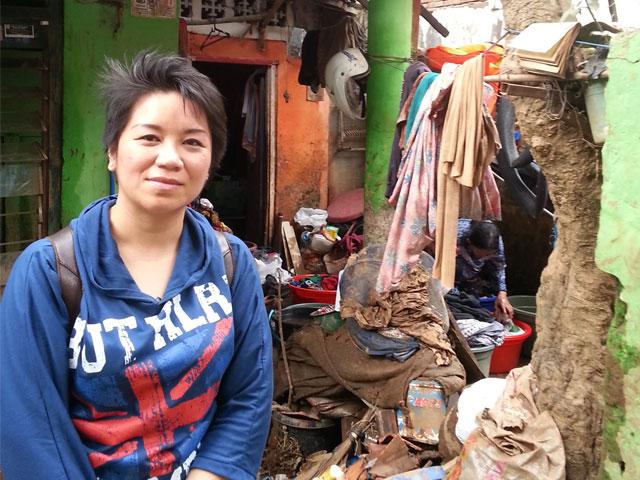 Di Depan Rumah Korban Banjir Manggarai
